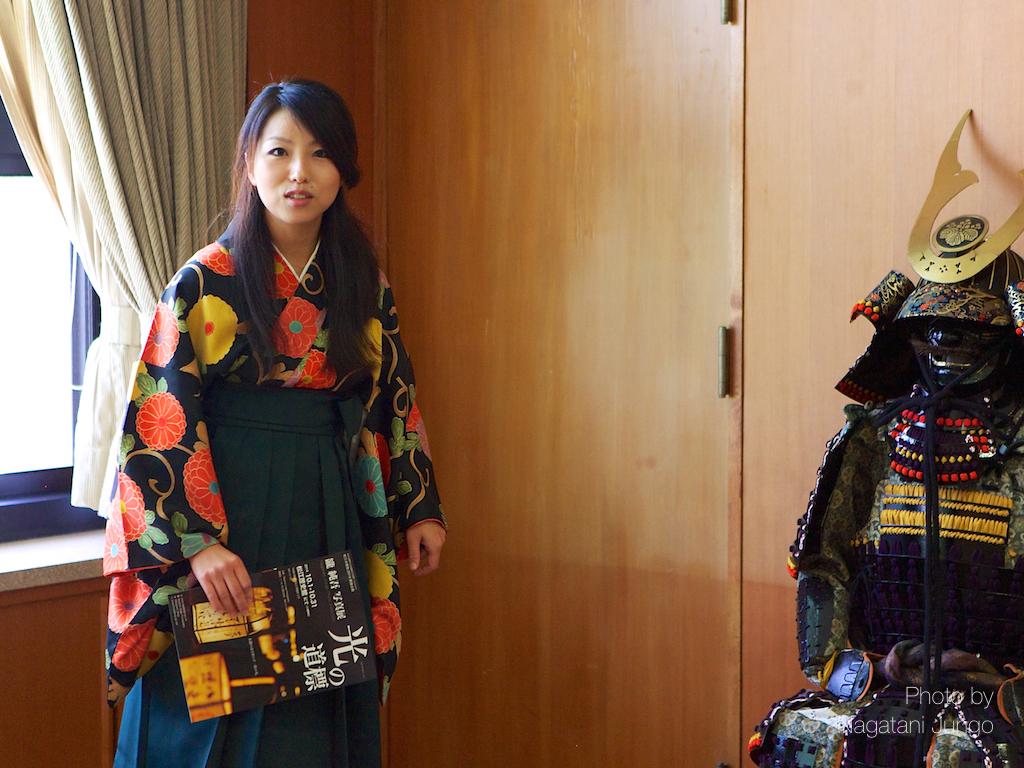甲冑と袴女子