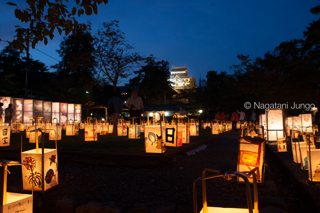 国宝松江城天守閣と水燈路の行燈
