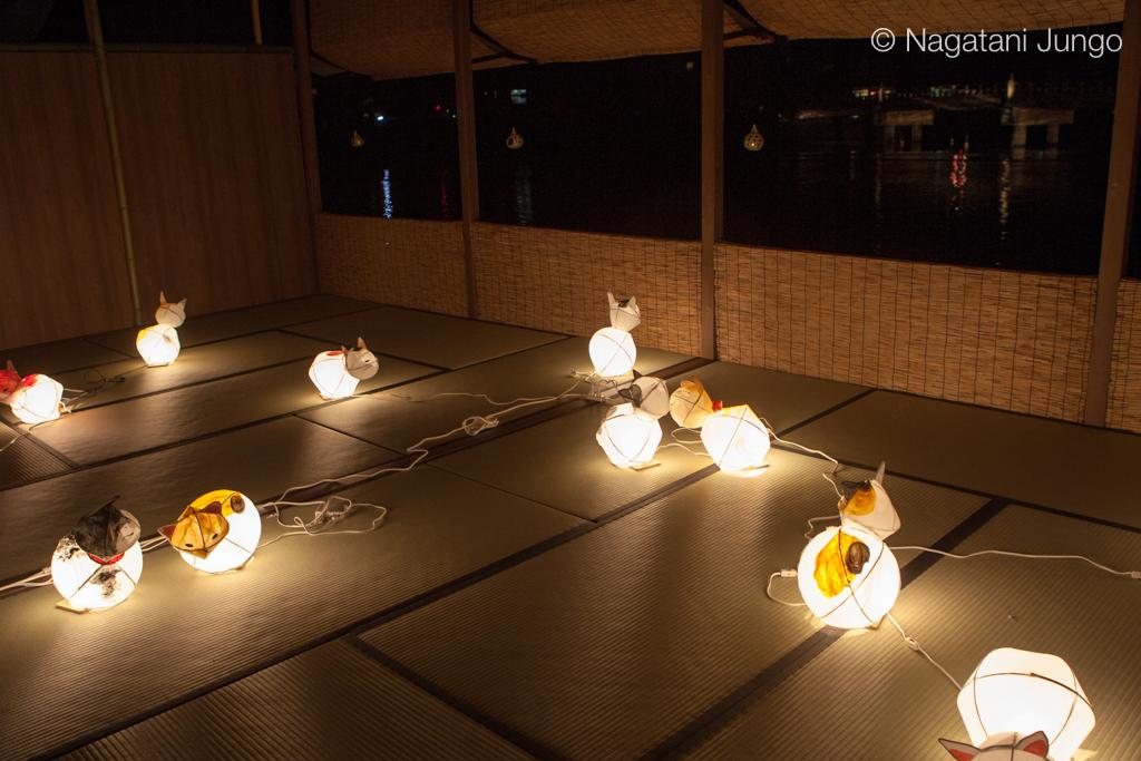 川床の猫型ねぶた行灯(松江水燈路2015)