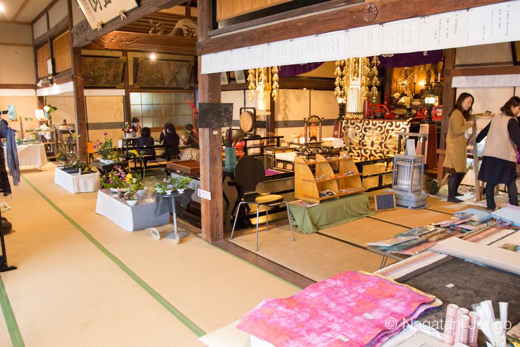 お寺カフェ「まる」専念寺「まるまる展」