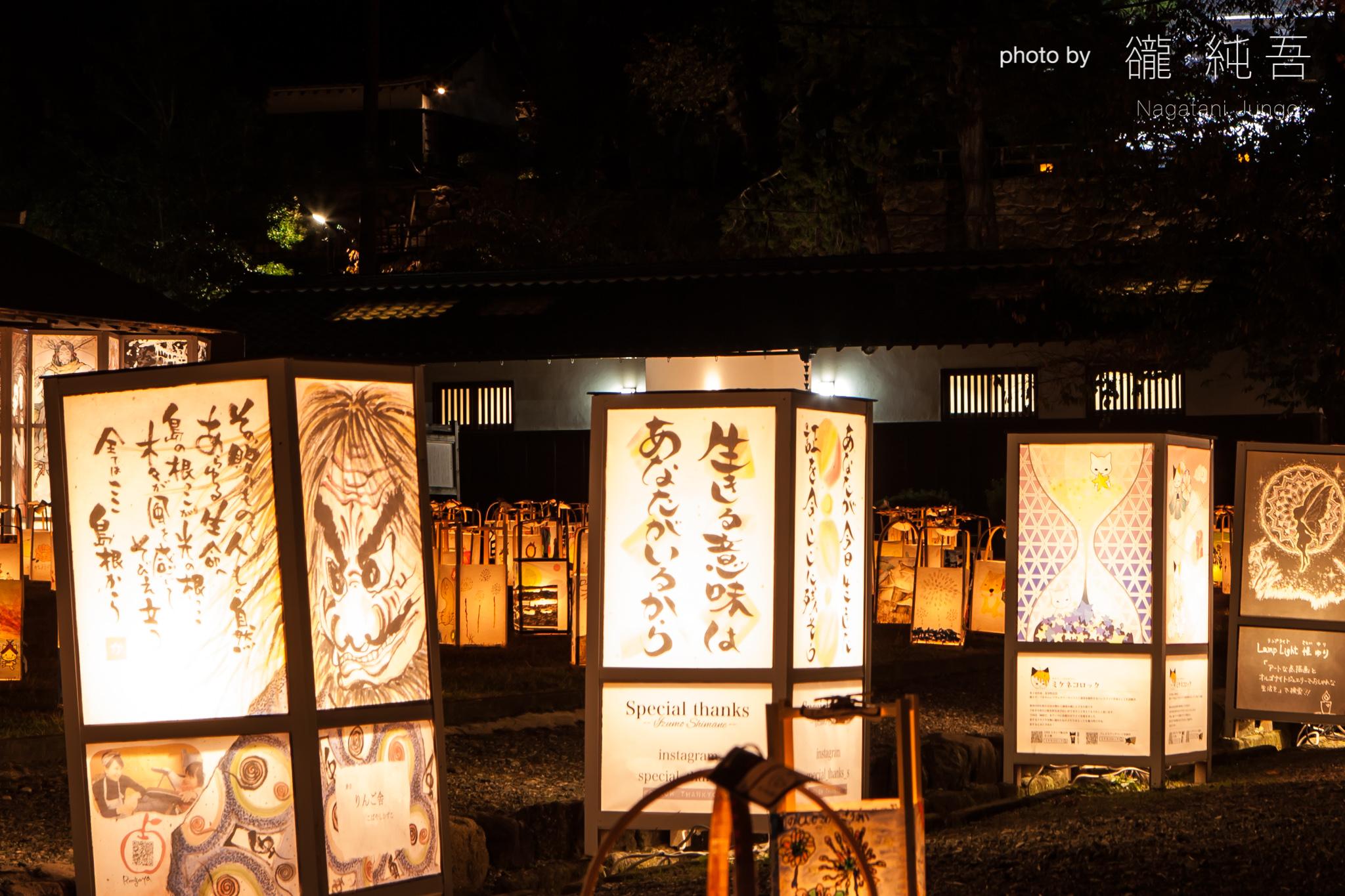 二の丸に設置された個性あふれるアーティスト行燈(2017年 二の丸上の段にて)